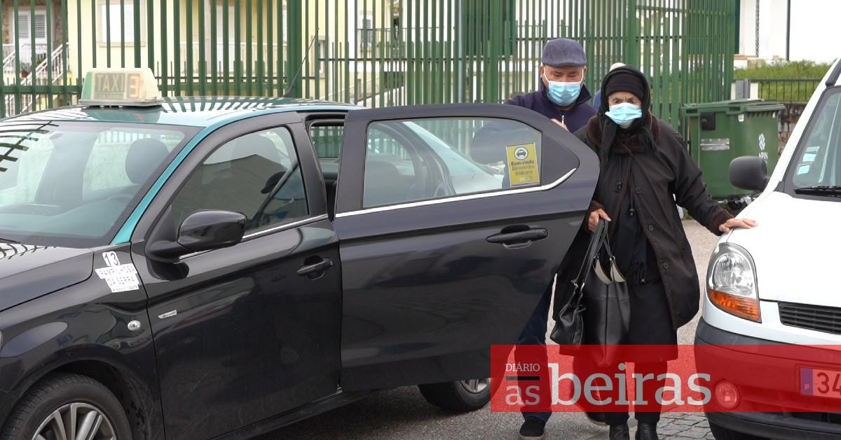 Táxis da Pampilhosa da Serra transportam idosos este fim de semana para a vacinação