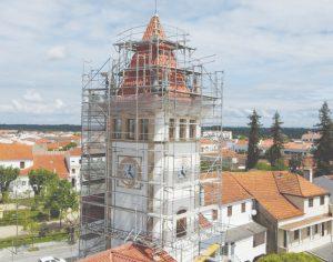 Obras quase concluídas na cúpula da torre do relógio em Cantanhede