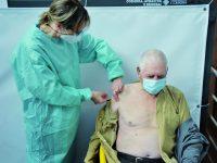 Terceira dose da vacina arranca dia 11 para quem tomou a da gripe há mais de 14 dias