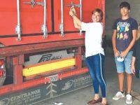 Contentor de roupa, mobiliário e material escolar para ajudar o Tarrafal
