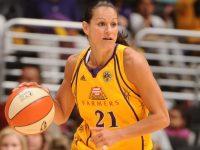 Ticha Penicheiro orgulhosa com distinção incrível de estar entre as 25 melhores da WNBA