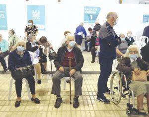 Vacinação simultânea contra a gripe e a covid-19 fez reabrir Parque de Exposições